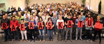 Los y las Delegadas de LAB en Gipuzkoa reclamaron la libertad de Rafa Diez el pasado viernes.